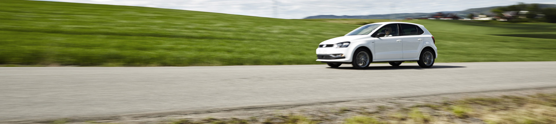 Bilde av bil på vei
