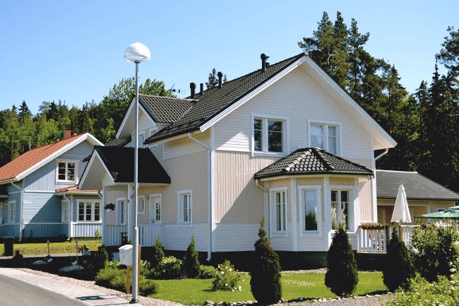 Hus i boligstrøk. Foto.