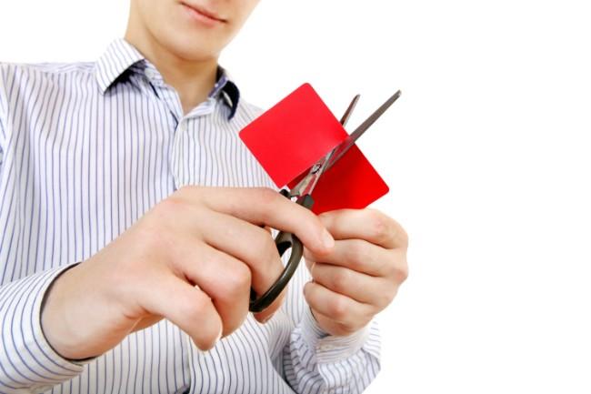 Kredittkort klippes i to.foto