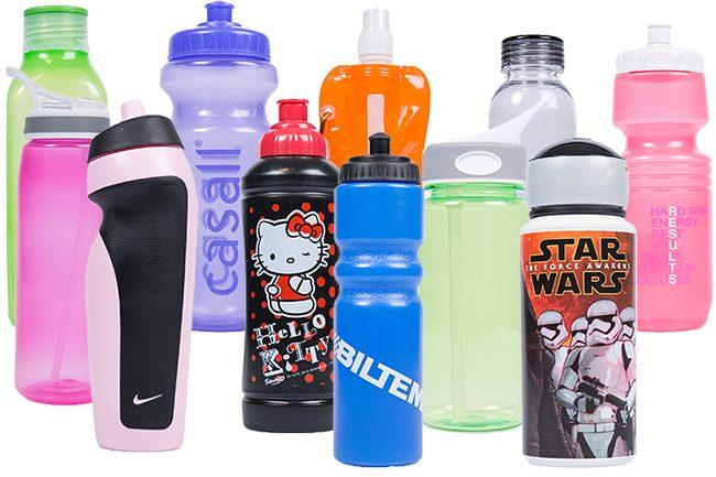 Bilde av alle de elleve flaskene som er testet