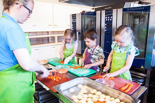 Julebygda barnehage lager mat.Foto