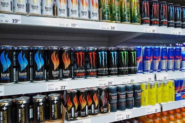 Energidrikk i matbutikk.Foto