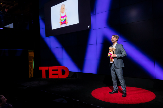 Finn Myrstad holder foredrag på TED Talk.foto