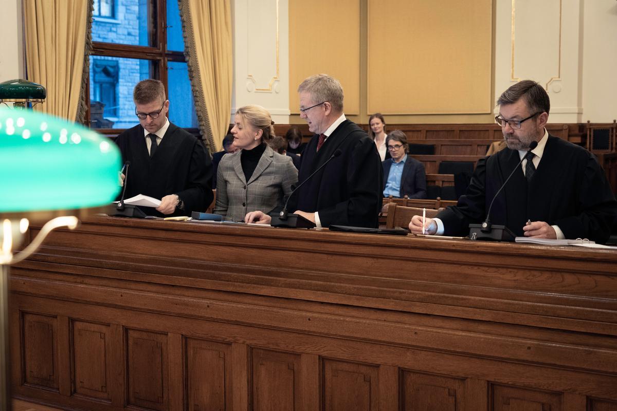 Bilde av advokater og forbrukerdirektør Inger Lise Blyverket i Høyesterett